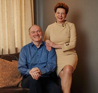 Portrait-Foto der Gastgeber des Hotel Ambiance: Hannelore und André Köslich